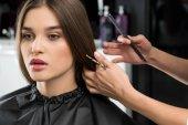 "Постер, картина, фотообои ""стилист стрижка волос женщины"""