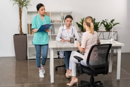 patient and doctor on consultation