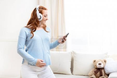 pregnant woman listening music