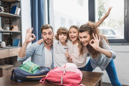 parents packing kids for school
