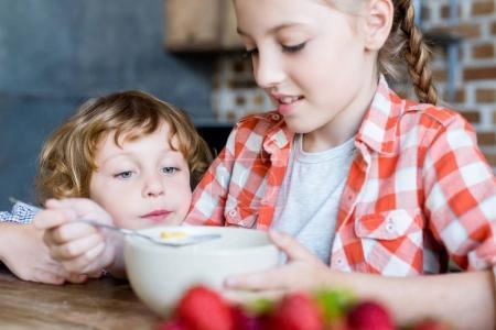 kids with cereals