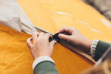 assembling tent