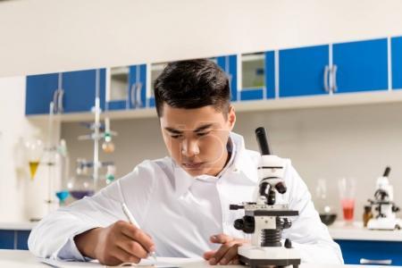 Scientist woroking in laboratory