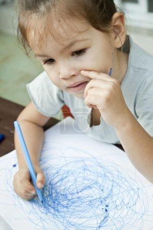child draws a picture