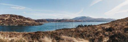Foto de Vista panorámica de las montañas sobre Kyle Rhea desde Kyle Rhea Otter Ocultar sendero, Isla de Skye, Escocia . - Imagen libre de derechos