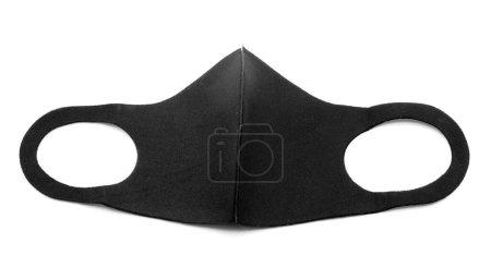 Masque antivirus en tissu noir sur fond blanc