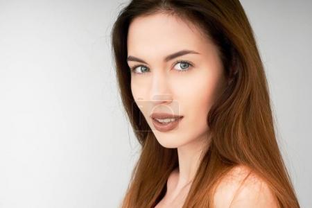 девушка похожа на Анжелину Джоли