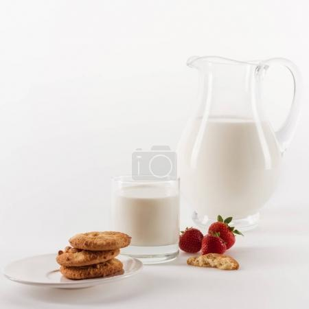 Fresh milk with cookies