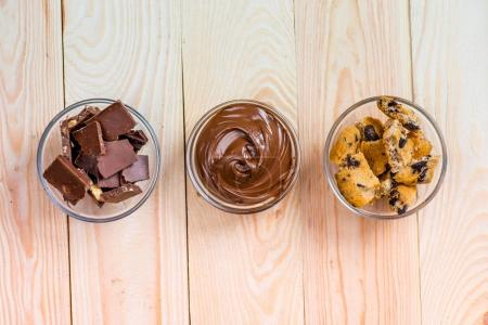 cocoa spread with cookies and pieces of chocolate