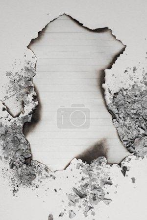 Photo pour Vue de dessus de la feuille de papier vide brûlées - image libre de droit