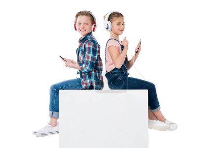 children listening music in headphones