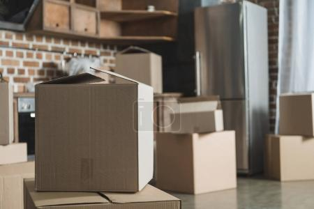 Photo for Selective focus of cardboard boxes in empty kitchen during relocation - Royalty Free Image
