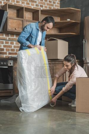 couple packing picture while moving home