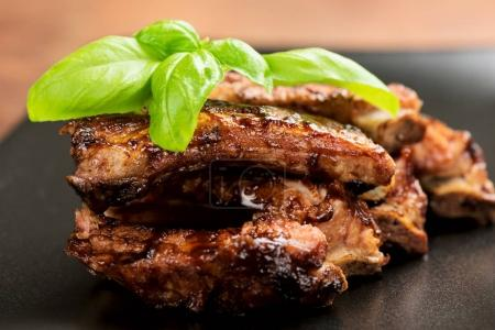 Barbecued ribs with oregano