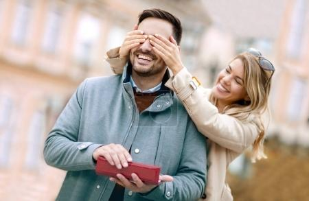 kobieta zaskakujące chłopakiem