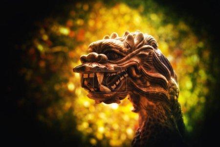 Photo pour Dragon en céramique d'or figure - image libre de droit
