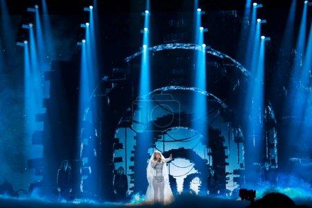 Foto de Kiev, Ucrania - 08 de mayo de 2017: Lindita de Albania en el primer ensayo semifinal durante la canción de Eurovisión, en Kiev, Ucrania - Imagen libre de derechos