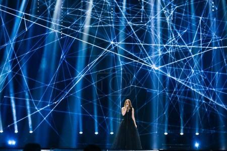 Foto de Kiev, Ucrania - 08 de mayo de 2017: Blanche de Bélgica en el primer ensayo semifinal durante la canción de Eurovisión, en Kiev, Ucrania - Imagen libre de derechos