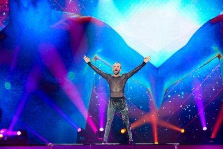 Photo pour KYIV, UKRAINE - 08 MAI 2017 : Slavko Kalezic du Monténégro à la première demi-finale du Concours Eurovision de la chanson, à Kiev, Ukraine - image libre de droit