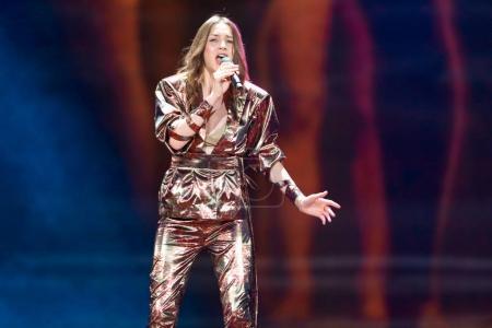 Foto de Kiev, Ucrania - 08 de mayo de 2017: Martina Barta de República Checa en el primer ensayo semifinal durante la canción de Eurovisión, en Kiev, Ucrania - Imagen libre de derechos