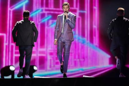 Foto de Kiev, Ucrania - 08 de mayo de 2017: Robin Bengtsson de Suecia en el primer ensayo semifinal durante la canción de Eurovisión, en Kiev, Ucrania - Imagen libre de derechos