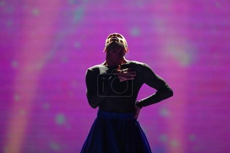 Foto de Kiev, Ucrania - 08 de mayo de 2017: Slavko Kalezic de Montenegro en el primer ensayo semifinal durante la canción de Eurovisión, en Kiev, Ucrania - Imagen libre de derechos