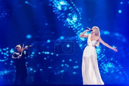 Photo pour KYIV, UKRAINE - 08 MAI 2017 : Kasia Mos de Pologne à la première demi-finale du Concours Eurovision de la chanson, à Kiev, Ukraine - image libre de droit