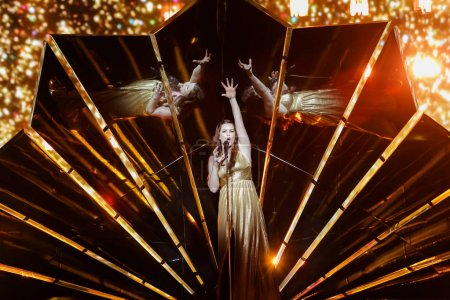 Photo pour KYIV, UKRAINE - MAY 08, 2017:   Lucie Jones from United Kingdom at the first semi-final rehearsal during Eurovision Song Contest, in Kyiv, Ukraine - image libre de droit