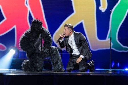 Foto de Kiev, Ucrania - 08 de mayo de 2017: Francesco Gabbani de Italia en el primer ensayo semifinal durante la canción de Eurovisión, en Kiev, Ucrania - Imagen libre de derechos