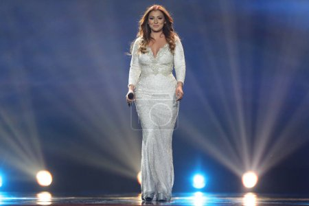 Foto de Kiev, Ucrania - 10 de mayo de 2017: Claudia Faniello de Malta en el segunda semifinal ensayo durante la canción de Eurovisión, en Kiev, Ucrania - Imagen libre de derechos