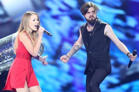 Foto de KYIV, UKRAINE - MAY 10, 2017:  Ilinca & Alex Florea from Romania at the second semi-final rehearsal during Eurovision Song Contest, in Kyiv, Ukraine - Imagen libre de derechos