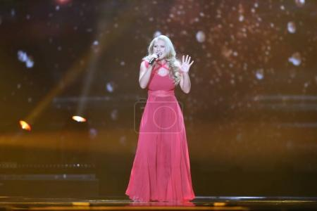 Photo pour KYIV, UKRAINE - MAY 10, 2017:  Anja Nissen from Denmark at the second semi-final rehearsal during Eurovision Song Contest, in Kyiv, Ukraine - image libre de droit
