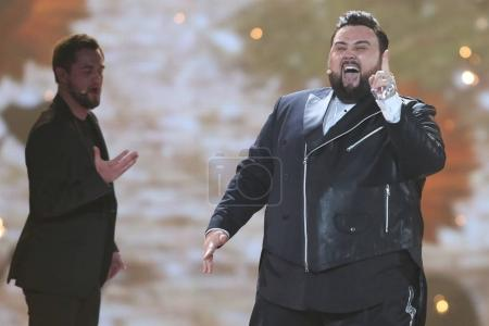 Photo pour Kiev, Ukraine - 10 mai 2017: Jacques Houdek de Croatie à la répétition deuxième demi-finale pendant le concours Eurovision de la chanson, à Kiev, Ukraine - image libre de droit