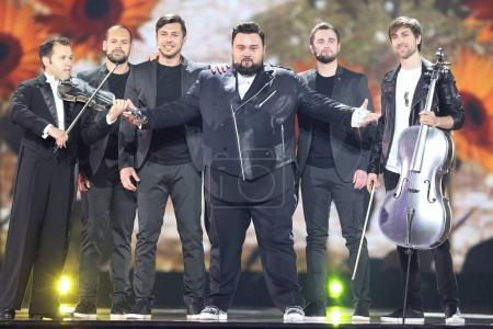Foto de Kiev, Ucrania - 10 de mayo de 2017: Jacques Houdek de Croacia en el segundo ensayo semifinal durante la canción de Eurovisión, en Kiev, Ucrania - Imagen libre de derechos