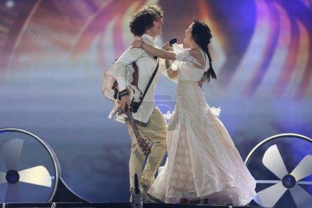 Foto de Kiev, Ucrania - 10 de mayo de 2017: Naviband de Bielorrusia en el segunda semifinal ensayo durante la canción de Eurovisión, en Kiev, Ucrania - Imagen libre de derechos