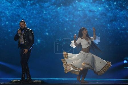 Foto de Kiev, Ucrania - 10 de mayo de 2017: Joci Papai de Hungría en el segunda semifinal ensayo durante la canción de Eurovisión, en Kiev, Ucrania - Imagen libre de derechos