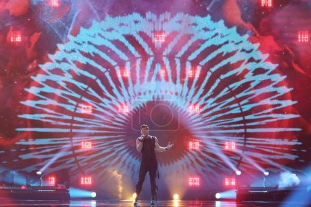 Photo pour KYIV, UKRAINE - MAY 10, 2017:  Imri Ziv from Israel at the second semi-final rehearsal during Eurovision Song Contest, in Kyiv, Ukraine - image libre de droit