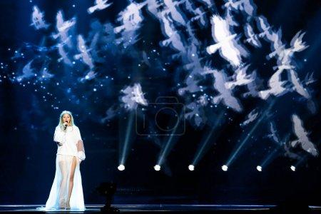 Photo pour Kiev, Ukraine - 12 mai 2017: Kasia Mos de la Pologne à la répétition de la grande finale durant le concours Eurovision de la chanson, à Kiev, Ukraine - image libre de droit