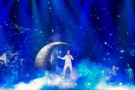 Photo pour Kiev, Ukraine - 12 mai 2017: Nathan Trent de l'Autriche à la répétition de la grande finale durant le concours Eurovision de la chanson, à Kiev, Ukraine - image libre de droit