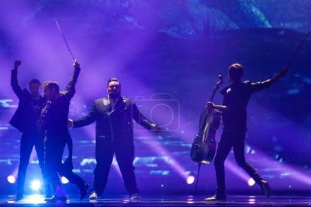 Photo pour KYIV, UKRAINE - 12 MAI 2017 : Jacques Houdek de Croatie à la grande répétition finale du Concours Eurovision de la chanson, Kiev, Ukraine - image libre de droit