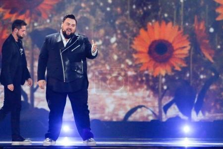 Photo pour Kiev, Ukraine - 12 mai 2017: Jacques Houdek de Croatie à la répétition de la grande finale durant le concours Eurovision de la chanson, à Kiev, Ukraine - image libre de droit