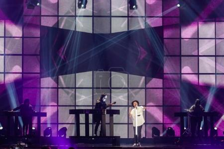 Photo pour Kiev, Ukraine - 12 mai 2017: Jowst de la Norvège à la répétition de la grande finale durant le concours Eurovision de la chanson, à Kiev, Ukraine - image libre de droit