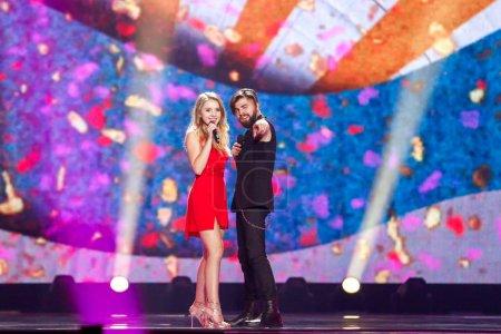 Photo pour Kyiv, Ukraine - 12 mai 2017: Florea Ilinca & Alex de la Roumanie à la répétition de la grande finale durant le concours Eurovision de la chanson, à Kiev, Ukraine - image libre de droit