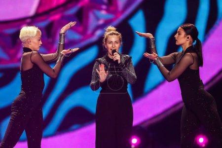 Photo pour Kiev, Ukraine - 12 mai 2017: Artsvik d'Arménie à la répétition de la grande finale durant le concours Eurovision de la chanson, à Kiev, Ukraine - image libre de droit