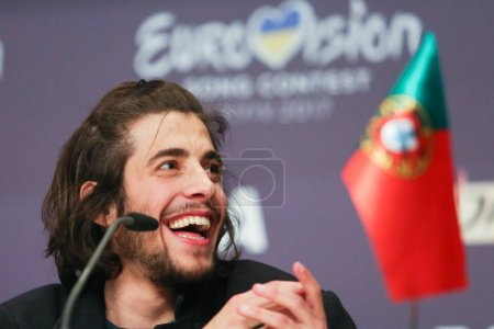 Foto de Kiev, Ucrania - 14 de mayo de 2017: Salvador Sobral de Portugal en la Conferencia de prensa durante la canción de Eurovisión, en Kiev, Ucrania - Imagen libre de derechos