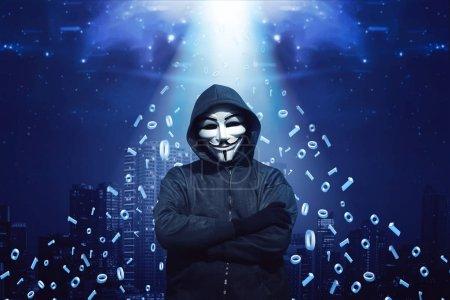 Photo pour Portrait de hacker à capuchon en masque et des gants sur fond de système binaire - image libre de droit