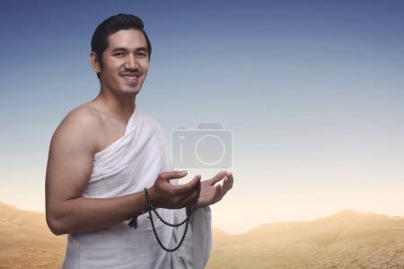 muslim man wearing ihram clothes