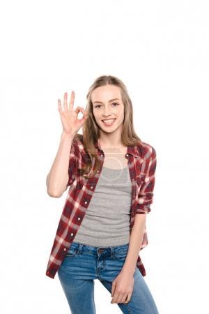 Foto de Atractivo joven mostrando signo ok y sonriendo a cámara aislada en blanco - Imagen libre de derechos