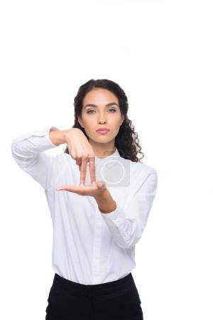 Photo pour Belle brune femme gestuelle langue signée, isolée sur blanc - image libre de droit