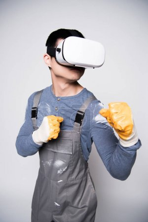 Construction worker using virtual reality glasses